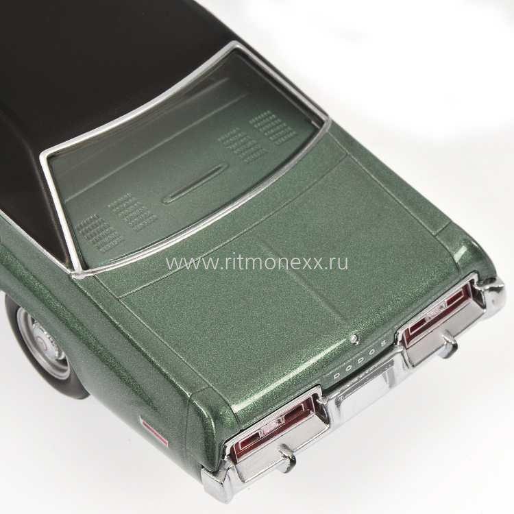 Minichamps 1 18 Bentley Continental Gtc 2006 Silver: Масштабная модель DODGE MONACO