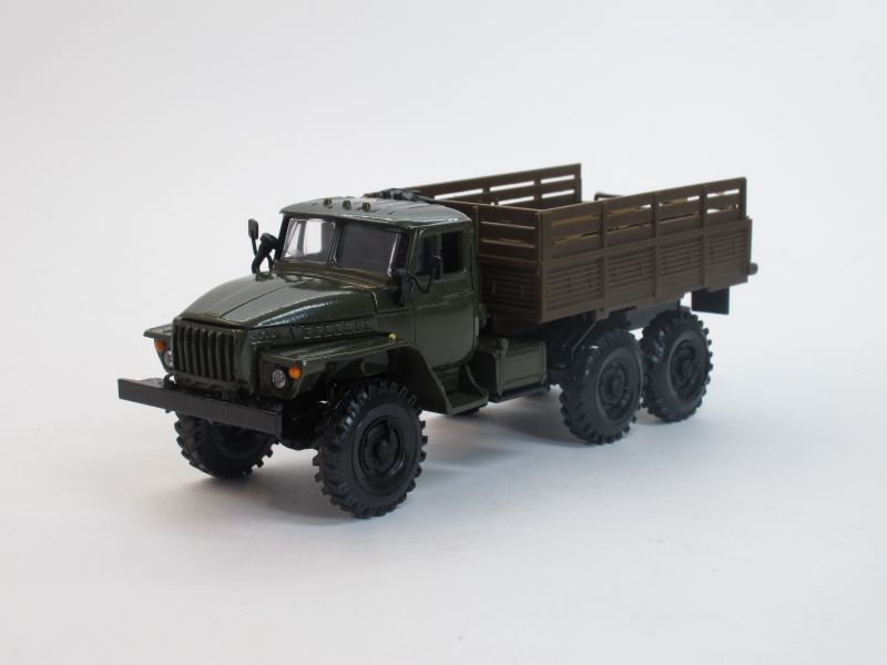 Урал 4320 бортовой (зелёный)
