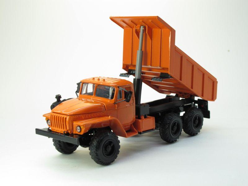 УРАЛ 55571 самосвал (оранжевый)